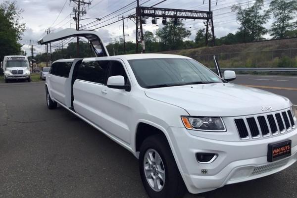 Jeep Cherokee White And Black >> Jeep Cherokee Stretch Limo NJ