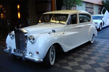 Rolls Royce Silver Cloud2 PassengersBeige InteriorWhite ExteriorLimo Details